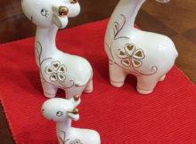 ITrue Set of 3 Ceramic Family Giraffe Collectible Figurines